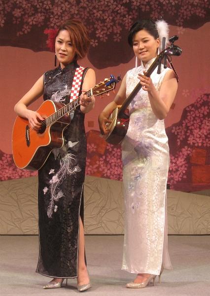 あさみちゆき(左)と竹川美子 ...